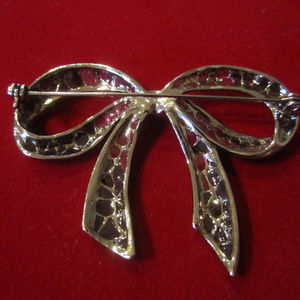 Jewelry - BOW Brooch Lapel Pin Ornament dark grey tones VTG